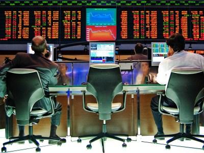 Ibovespa abre em alta com uma trégua na guerra comercial e revisão de PIB brasileiro