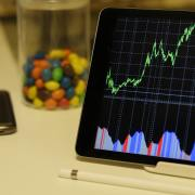 Ibovespa cai 1,18% com mercado aguardando novo corte de juros do Fed