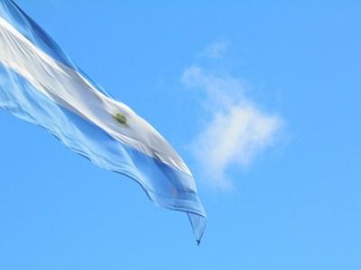 "Fitch rebaixa rating da Argentina para ""default restrito"""