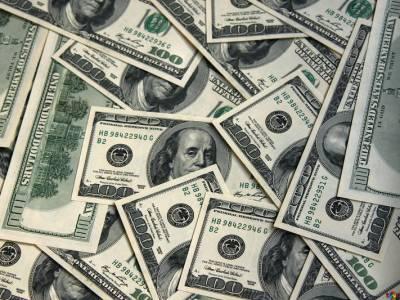 Dólar fecha em alta de 0,455% após dados negativos sobre economia brasileira