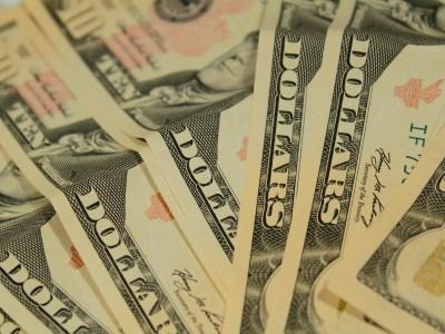 Dólar encerra semana em alta de 0,6% e chega perto de máxima histórica