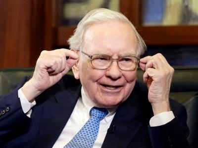 """Warren Buffett se diz """"idiota"""" por não ter comprado antes ações da Amazon"""