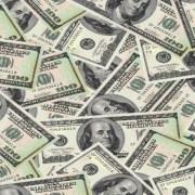 Dólar encerra em alta após novidade em guerra comercial
