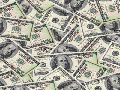 Dólar opera em alta com Brexit e sem novidades sobre a guerra comercial
