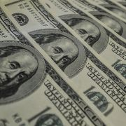 Dólar fecha semana em alta de 0,95% com novidades na guerra comercial