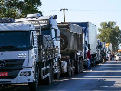 Greve dos caminhoneiros: tabela de frete é uma aberração, diz ministro