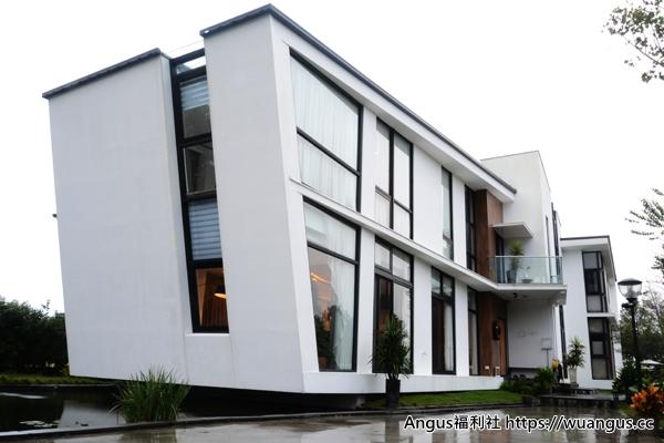 aura villa
