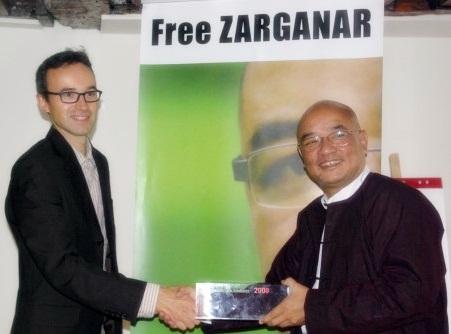 Zarganar, reçoit le prix RSF à Paris