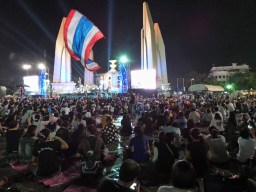 Manifestation à Democracy Monument, Bangkok 27-11-2013