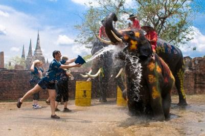 Songkran Festival au temple Phra Si Sanphet à Ayutthaya