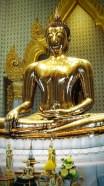 Le Bouddha d'or : trois mètres de haut et plus de cinq tonnes
