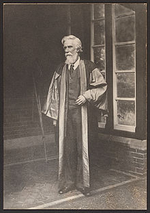 Albert_Venn_Dicey_in_academic_robes-1