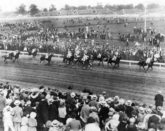 Zev-wins-the-1923-Kentucky-Derby