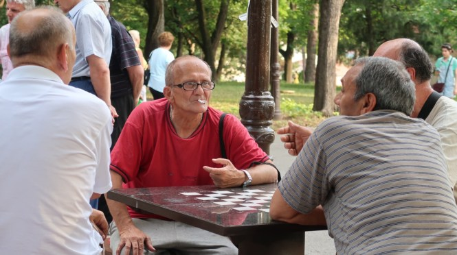 old-men-playing-chess-at-the-park
