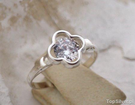 SAKURA – srebrny pierścionek z cyrkonią CRYSTAL
