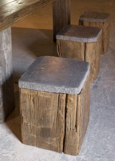 Siège en béton sur buche en bois rectangulaire