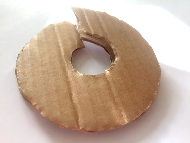 Carton découpé en donuts