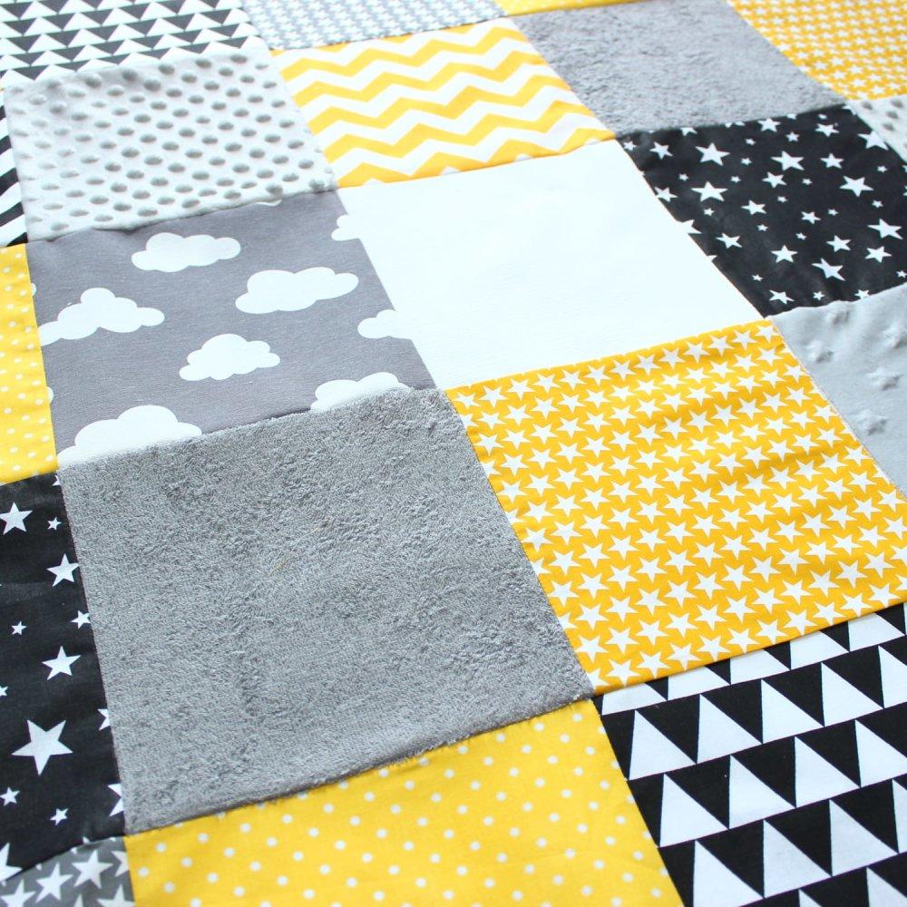 https www ungrandmarche fr boutiques p eveil et jouets montessori tapis d eveil pour bebe jaune gris cadeau 2772467