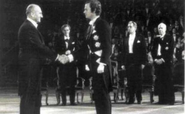Vladimir Prelog na dodjeli Nobelove nagrade - undefined