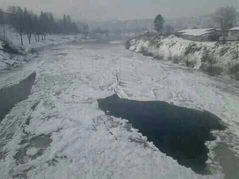 zaledjena_rijeka_Bosna_FB.jpg - Zaleđena rijeka Bosna napravila geografski oblik države BiH