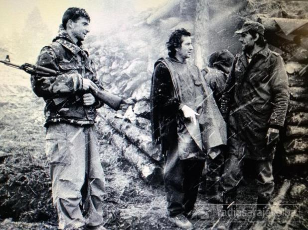 Bernard-Henri Levy na prvoj liniji odbrane Sarajeva u decembru 1994. godine - undefined
