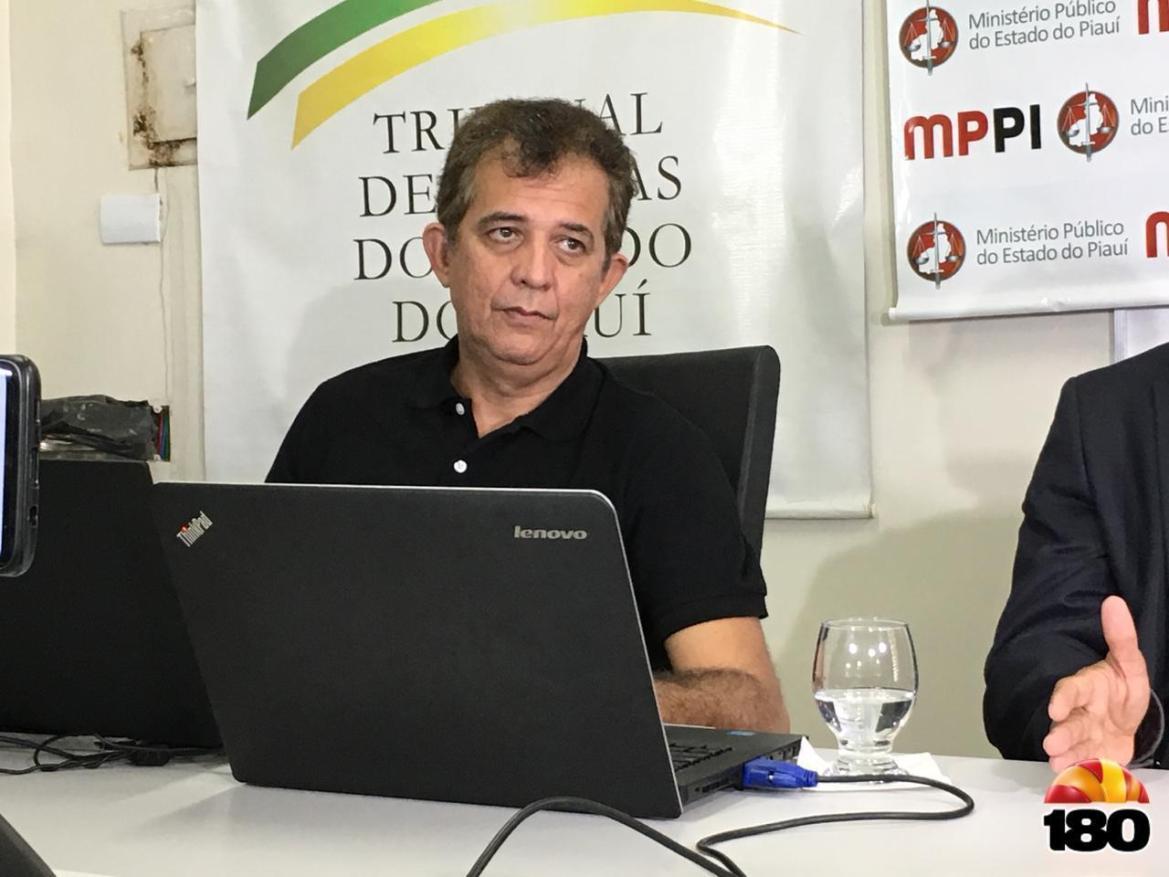 Homem da inteligência, auditor Inaldo cita farras com dinheiro público