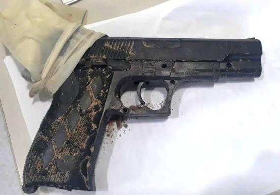 Simulacro de arma que adolescente estaria usando