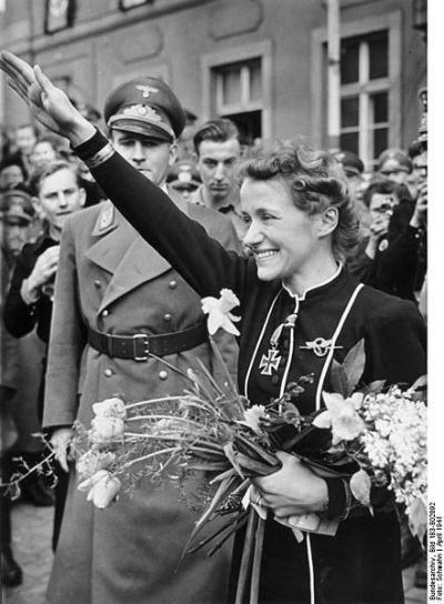 1979    - A încetat din viaţă pilotul german Hanna Peitsch, prima femeie căpitan de zbor din lume (n. 29 martie 1912).