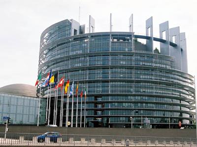 O parte a plafonului sediului PE s-a prăbuşit (Imagine: Mediafax Foto)