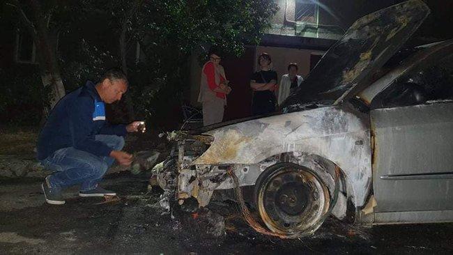 Вночі під Києвом спалили автомобіль програми Схеми: Прослушка, підпал авто, що далі? 02