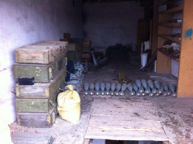 Мины, тротил, снаряды: СБУ выявила на Донетчине два крупных схрона с боеприпасами 04