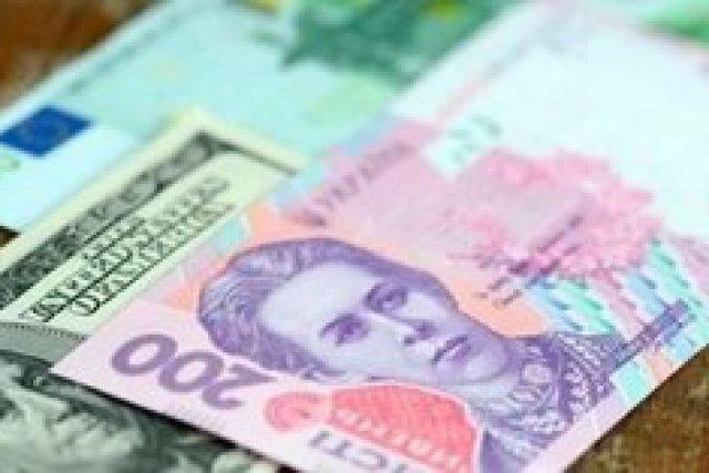 Курс гривни упал ниже отметки 28 грн/$ впервые с января