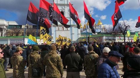 Добровольці зібралися в Києві на Марш патріотів: Ані кроку назад! Припинити політику капітуляції! 10