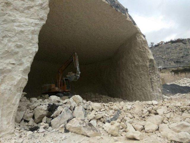 РПЦ у Криму знищує печерне місто Качі-Кальон через спорудження їдальні на 200 осіб, - журналіст Клименко 05