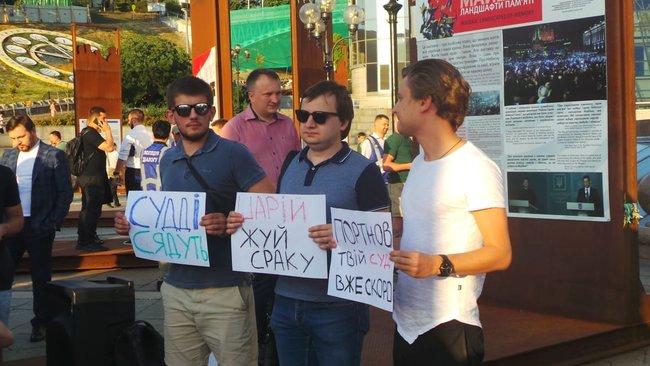 Ми втомились від лайна, - на Майдане прошла акция против регистрации Клюева и Шария кандидатами в нардепы 01