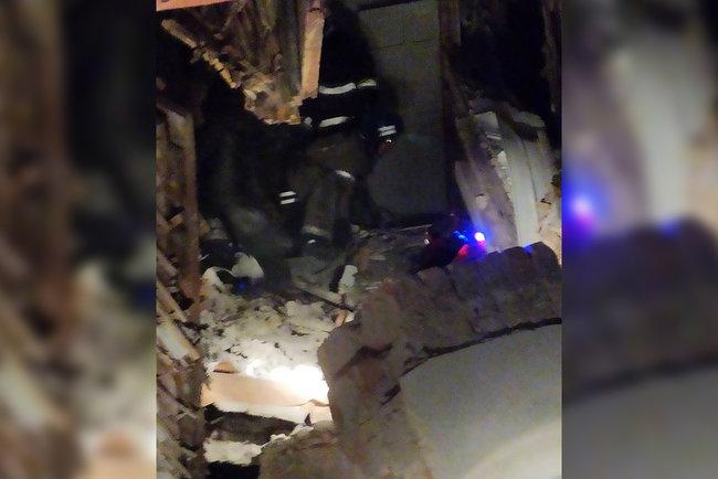 В двухэтажном здании в Кривом Роге разрушилось перекрытие: один человек погиб, еще один госпитализирован, - ГСЧС 02