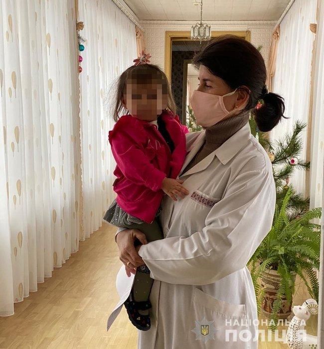 Задержана женщина, продавшая новорожденную дочь для эксплуатации в попрошайничестве, - Нацполиция 01