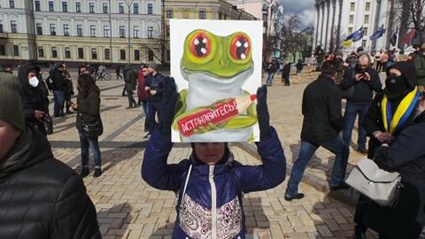 Добровольці зібралися в Києві на Марш патріотів: Ані кроку назад! Припинити політику капітуляції! 09