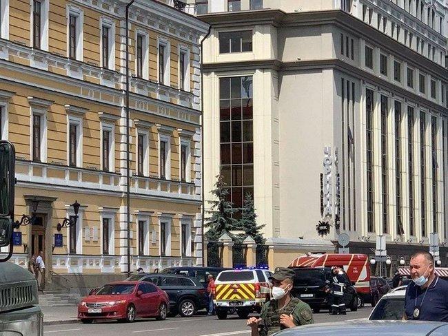 35-річний терорист під загрозою вибуху захопив банк у Києві, в будівлі є заручник, - Геращенко 02