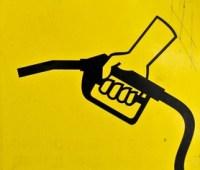 Крупнейшие сети АЗС вновь повысили цены на бензин и дизтопливо (обновлено)