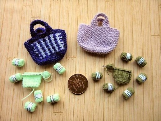 Pattern for miniature knitting bags