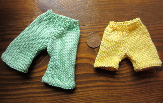 knitted shorts for doll