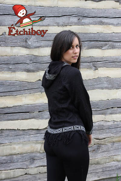 Hooded Black Sweater With Red River Cart Chandail Noir Avec Capuchon Avec Charrette 3