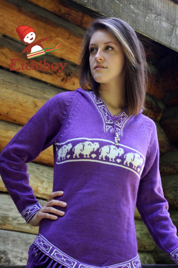 Hooded Violet Sweater With Bison Chandail Violet Avec Capuchon Avec Bisons 1