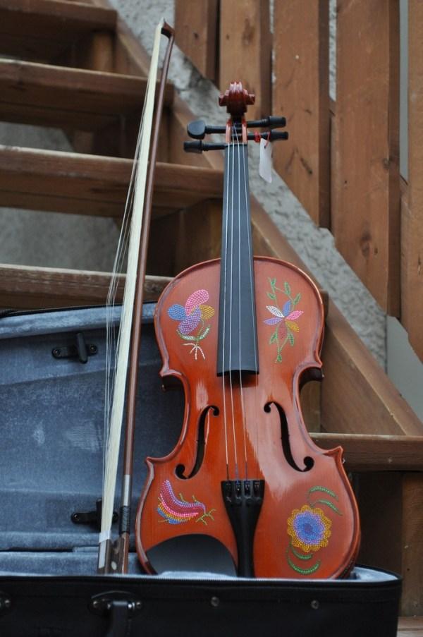 Fiddle With Metis Beadwork Design Violon Avec Dessin de Perlage Metis - Pattern/Modèle -13 1