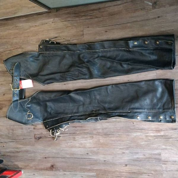 """HOLLY LEATHER Leather Biker Western CHAPS ( Thigh Circumf. Size 26"""" )"""
