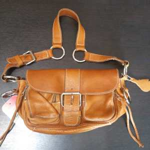 ROOTS Leather Purse Baggage ( Size wee )