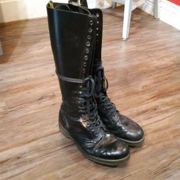 Dr Marten's Leather 20 Hole BOOTS | 24140