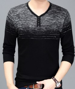 Long sleeve pullover t-shirt