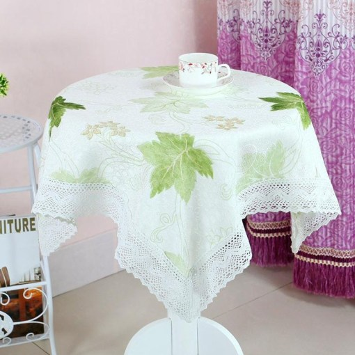 Round Floral Table Cloth with Lace Detail